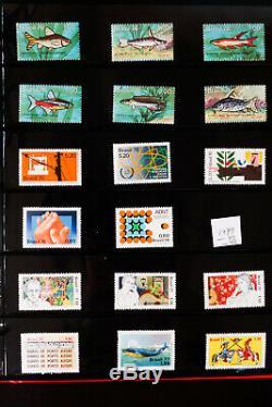 Collection De Timbres De 51 Albums De Partout Dans Le Monde Des Années 1800 Aux Années 1990
