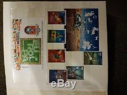Collection De Timbres En Album